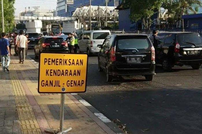 Ganjil genap motor saat transisi PSBB di Jakarta, belum berlaku di minggu pertama.