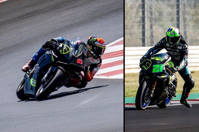 Francesco Bagnaia (kiri) latihan naik motor superbike Ducati Panigale V4R beda dengan Franco Morbidelli (kanan) dan Valentino Rossi yang pakai motor Yamaha YZF-R1