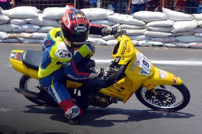 Suzuki Tornado beraksi dalam ajang roadrace