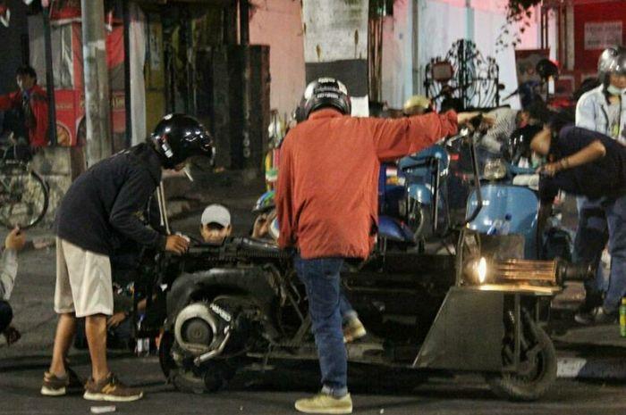 Naik Vespa extreme bisa terkena sanksi pelanggaran lalu lintas, ini dasar hukumnya.