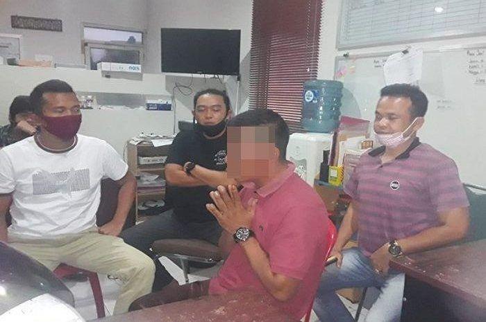 Oknum debt collector mengaku anggota polisi gak berkutik diringkus polisi.