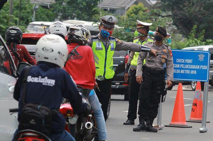Ilustrasi razia PSBB. Polisi masih lakukan razia PSBB dan SIKM meski operasi ketupat telah berakhir.