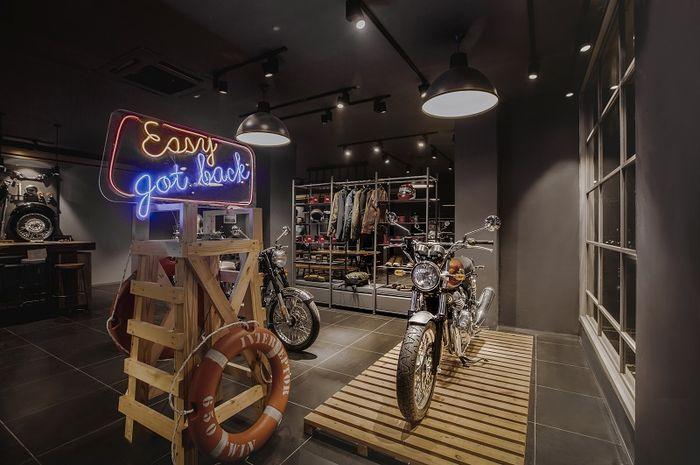 Royal Enfield membuka store baru di Jakarta dengan desain yang mewah.