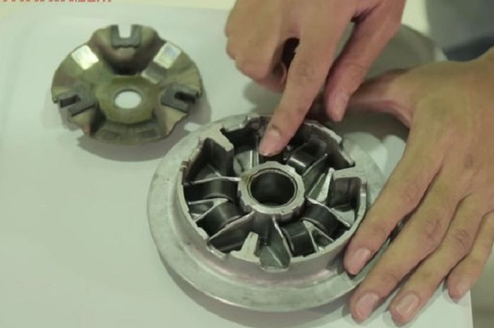 Ilustrasi roller cvt motor matic.