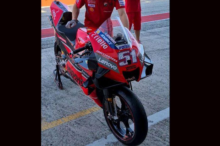 Ducati menjalankan pengujian di sirkuit Misano dengan mengandalkan test rider Michele Pirro menunggangi motor MotoGP Ducati Desmosedici GP di sirkuit Misano
