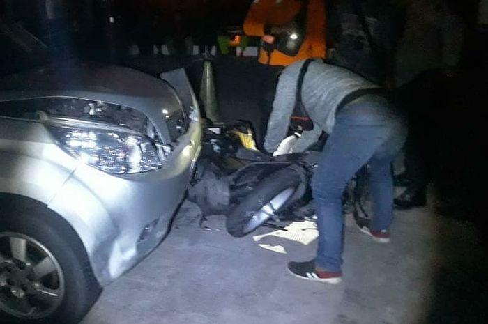 Kondisi pengisian BBM di SPBU Baron pasca diseruduk mobil Daihatsu Terios Abu-abu dan menimpa 3 motor