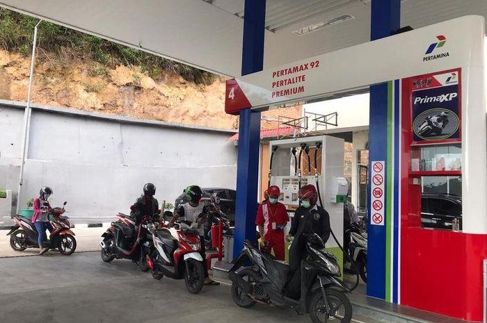 Ilustrasi SPBU Pertamina. Simak daftar motor yang masih bisa nenggak bensin Premium.