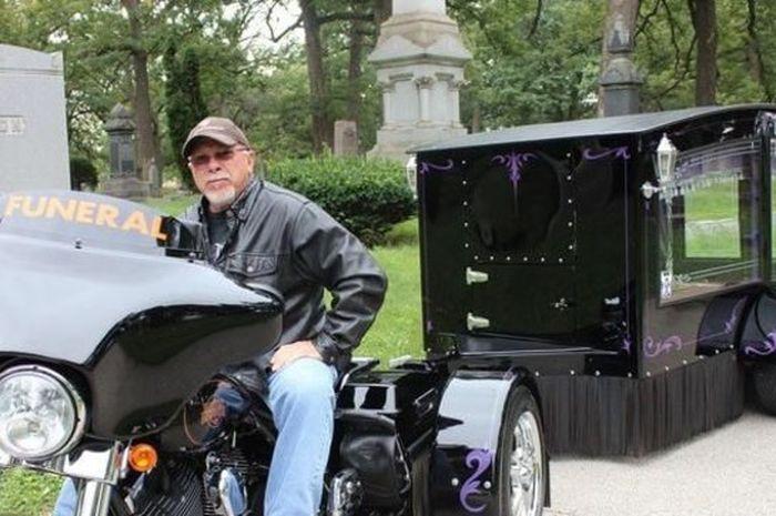 Motor Harley-Davidson pengantar jenazah