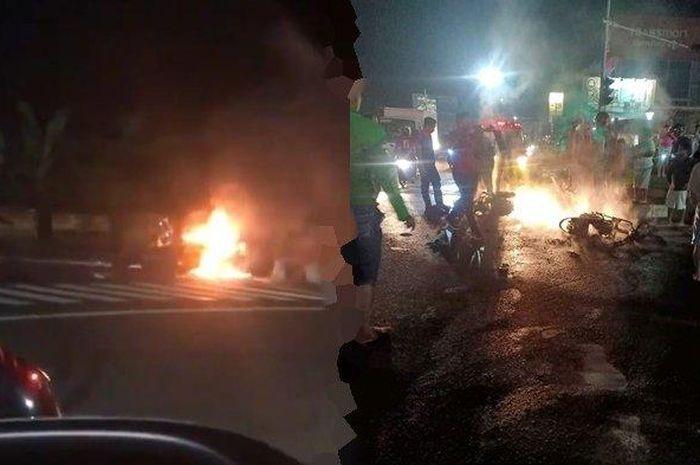 Dua buah sepeda motor terlibat kecelakaan hingga terbakar, sebuah mobil menghilang melarikan diri setelah kejadian.
