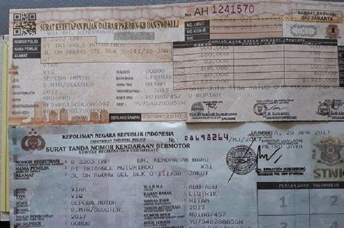 Ilustrasi STNK motor. Bayar pajak kendaraan masih bebas denda administratif di beberapa wilayah, buruan bayar bro.