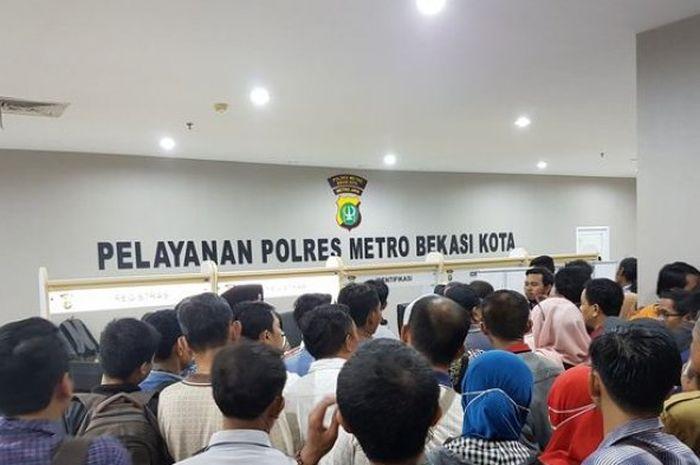 Ilustrasi perpanjang SIM di Mal Pelayanan Publik Kota Bekasi sebelum pandemi corona.