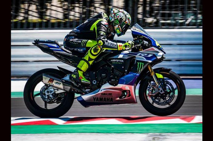 Valentino Rossi musim ini jadi momentum spesial melakoni tahun ke-25 berkarier di MotoGP. Spesialnya lagi ada 10 komentar pembalap MotoGP soal kiprah Valentino Rossi selama 25 tahun