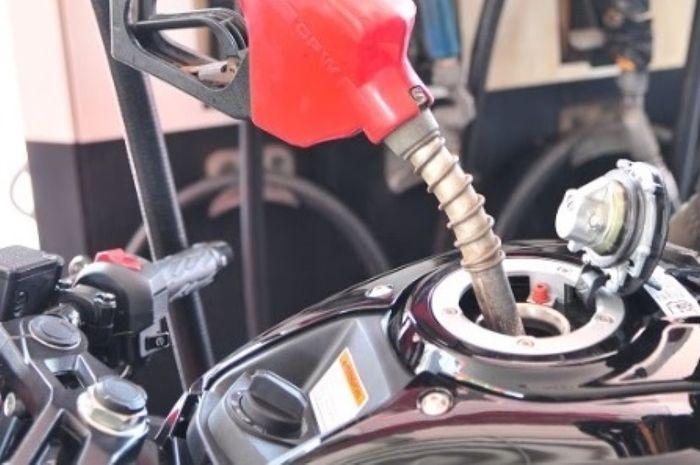 Isi bensin sesuaikan dengan kebutuhan mesin yaitu spek atau rasio kompresi