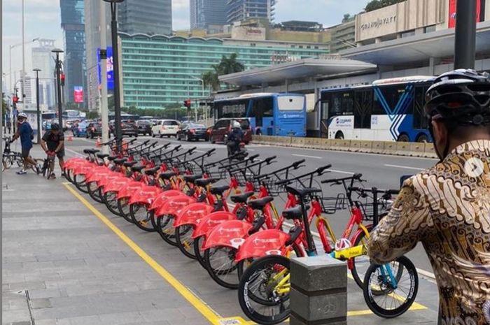 Biar lebih sehat Pemprov DKI Jakarta sediakan layanan bike sharing di 9 titik parkir sepeda gowes dan jika ingin menggunakan unduh aplikasi GOWES di smart phone