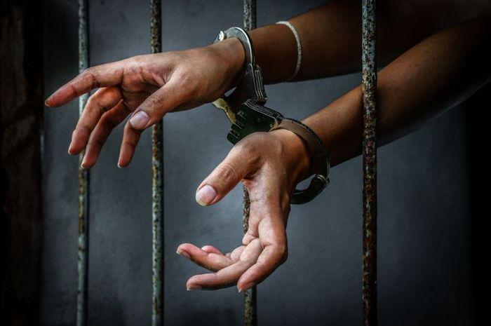 Ilustrasi penjara. Nenek 74 tahun ditangkap setelah bawa kabur uang setara 7 Yamaha NMAX, iming-iming korban lolos tes CPNS