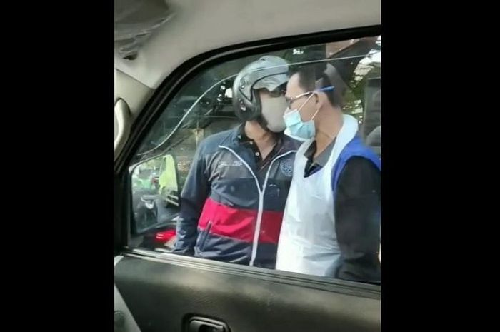 Pemotor sok jagoan ajak ribut sopir ambulans bawa pasien kritis.