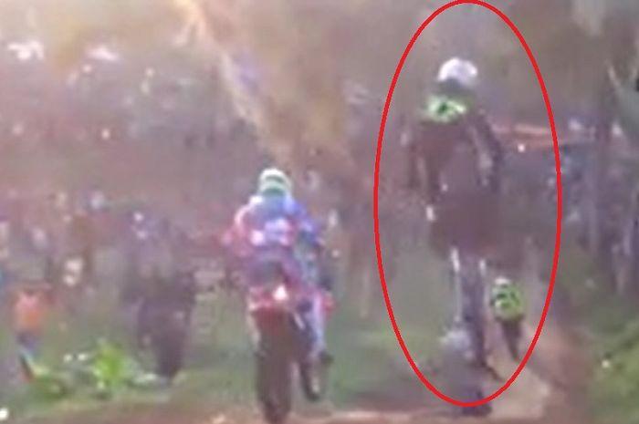 Video Detik-detik Pembalap Grasstrack 'Zuneng Monza' Meninggal Saat Balapan, Tubuh Terhempas ke Tanah.