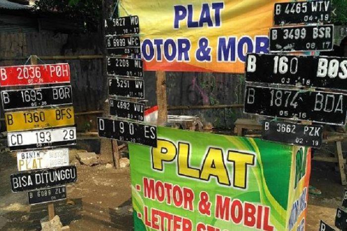 Pelat nomor motor hilang atau rusak jangan bikin sembarangan, ongkos resminya cuma Rp 100 ribuan.