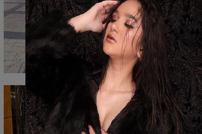 Artis Hana Hanifah yang digrebek polisi dalam kondisi telanjang bersama pengusaha, tarif kencannya setara Yamaha NMAX.