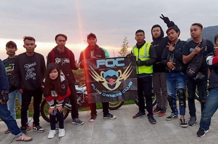 Sebanyak 35 bikers dari 5 klub Suzuki Satria series asal Yogyakarta mengadakan turing gabungan ke Dieng Plateu, Wonosobo, Jawa Tengah, (11/7/2020).