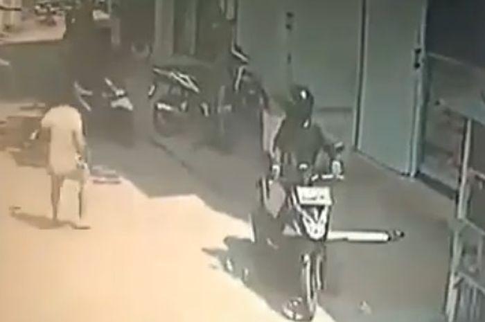 Warga mengagalkan aksi maling motor bersenjata api