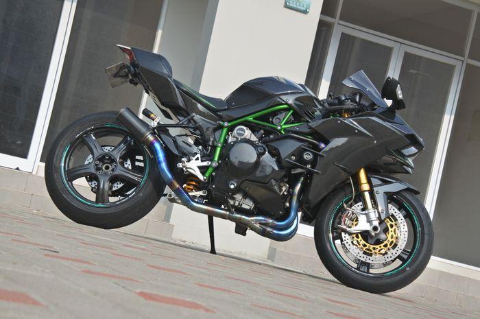 Langsung kejang-kejang, Kawasaki Ninja H2 comot sokbreker ini, gak taunya harganya bisa beli 2 All New Yamaha NMAX.