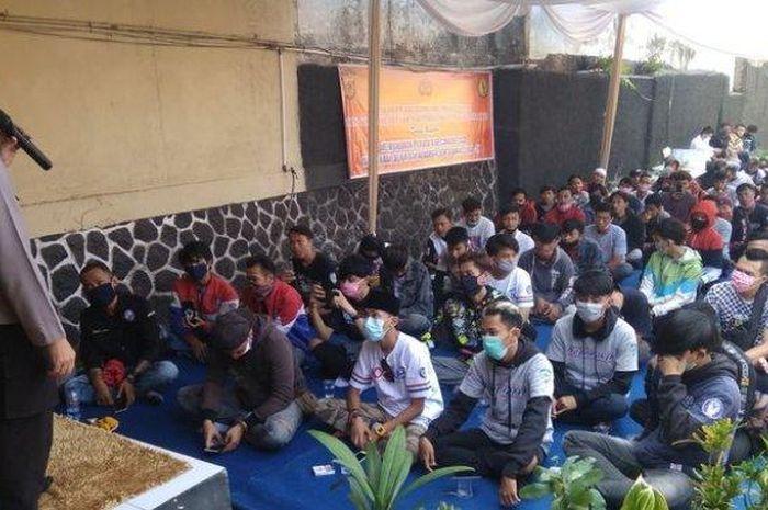 Salah satu geng motor sangar, Moonraker mendeklarasikan damai dengan empat geng motor di Cianjur, Jawa Barat.