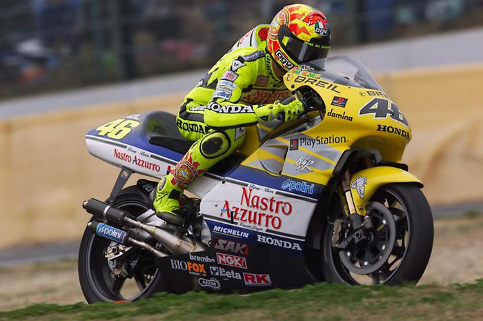 Valentino Rossi satu-satunya pembalap MotoGP yang pernah merasakan motor GP 500 2-tak