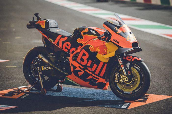 Inilah tampang motor MotoGP KTM RC16 versi 2019 yang dijual. Buat yang minat siapkan dana 288 ribu Euro belum termasuk pajak atau setara Rp 5 Miliar. Ada 2 unit motor MotoGP KTM RC16 2019 yang dijual