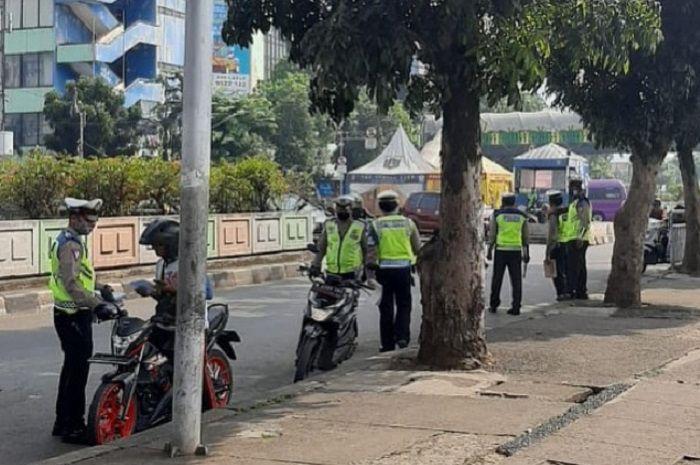 Bikers bisa dipenjara 3 bulan atau denda Rp 750 Ribu, 15 incaran polisi saat razia Operasi Patuh Jaya 2020.