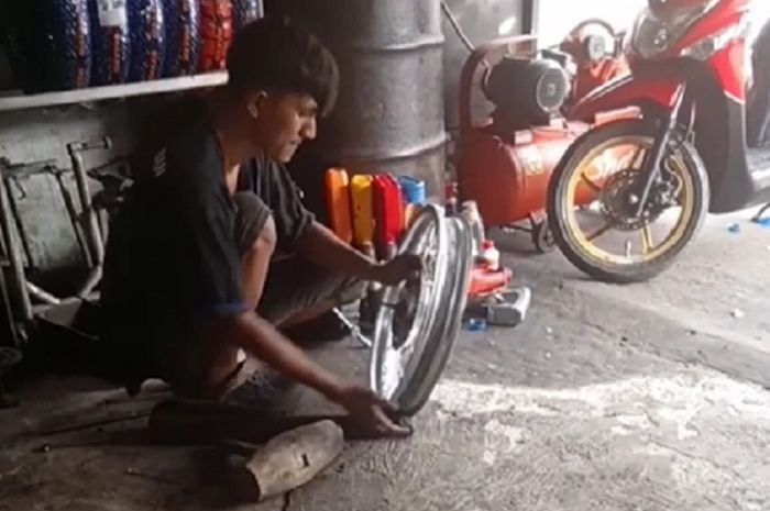 Liat video ini pendiri Honda langsung nangis, cuma modal kayu pelek peyang langsung normal lagi.