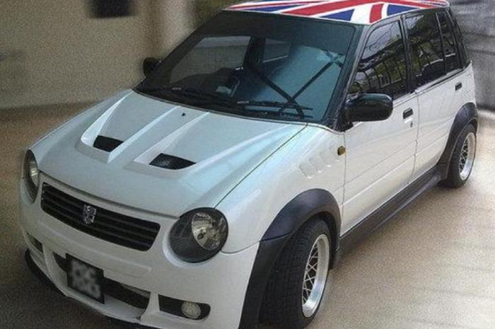 Daihatsu Ceria generasi kedua atau 2003 versi modifikasi seperti Mini Cooper