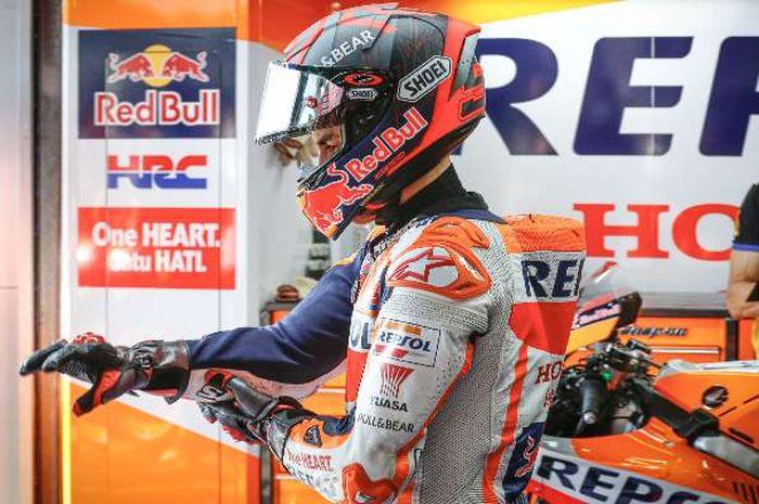 Dokter spesialis tulang di MotoGP, Dr. Xavier Mir mempunyai pelat ajaib yang bisa membuat pembalap cepat sembuh.