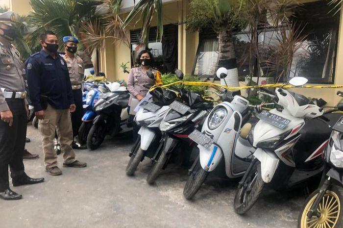 55 motor dikandangkan polisi saat operasi balap liar di Bali.