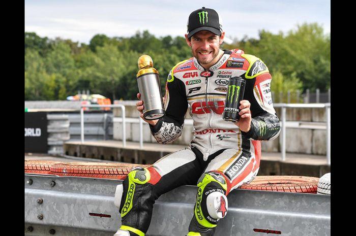 Sirkuit MotoGP Brno Ceko gak cuma spesial buat Valentino Rossi, tapi juga Cal Crutchlow yang menorehkan kemenangan pertama di sini musim 2016 jadi pembalap Inggris pertama juara di MotoGP 4-Tak
