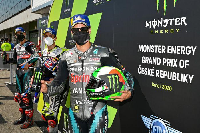 Tiga pembalap tim satelit yang menempati front row MotoGP Sirkuit Brno Ceko 2020, Fabio Quartararo (kiri), Johann Zarco (tengah) dan Franco Morbidelli (kanan)