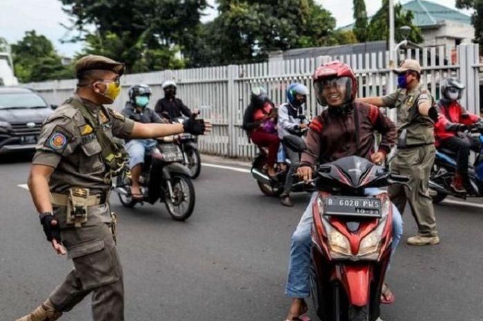 Pemprov DKI Jakarta membuka opsi untuk menjerat pelanggar pembatasan sosial berskala besar (PSBB) transisi seperti tidak menggunakan masker dengan sanksi pidana