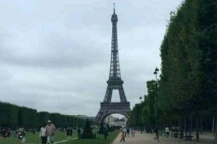 Viral pemotor naik Honda Revo touring keliling dunia, romantis foto depan menara Eifel bukan kaleng-kaleng.