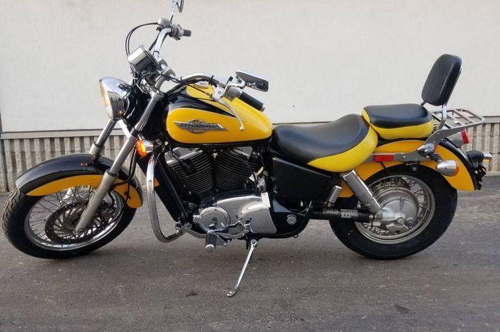 Honda VT1100C2 alias Honda Shadow ACE.