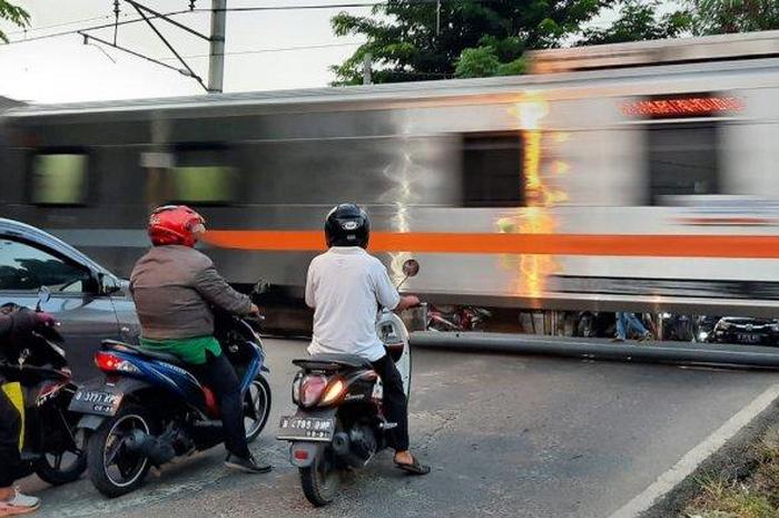 Banyak yang Tertabrak Kereta, Pemkot Bekasi Desak PT KAI Pasang Palang Pintu di Perlintasan Sebidang Ini