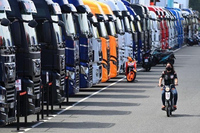 Suasana parkiran motorhome tim-tim MotoGP 2020 saat balapan di tengah pandemi.