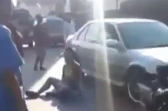 Diduga Alami Gangguan Jiwa, Pria Ini Bawa Motor Lawan Arah, Berujung Tergeletak di Tengah Jalan