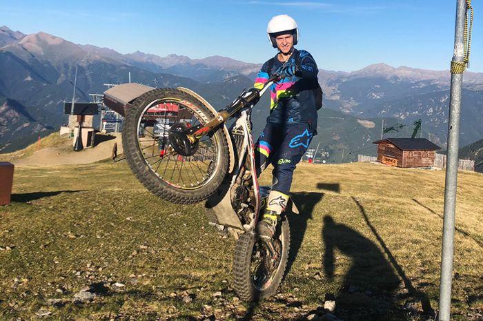Begini cara Fabio Quartararo ngilangin bosan balap MotoGP 3 pekan beruntun dengan daki gunung naik motor trial
