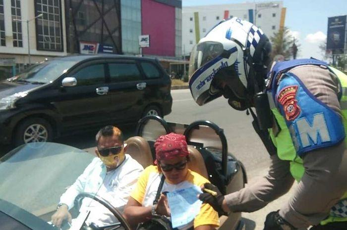 Viral video polisi tilang motor mewah roda tiga milik Bupati Karawang, harganya setara 17 unit Yamaha NMAX