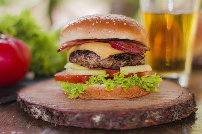 Ilustrasi Burger,  gerai jajanan promo akhir tahun