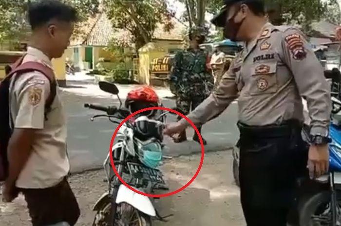 Pelajar dihadang polisi karena salah pakai masker.