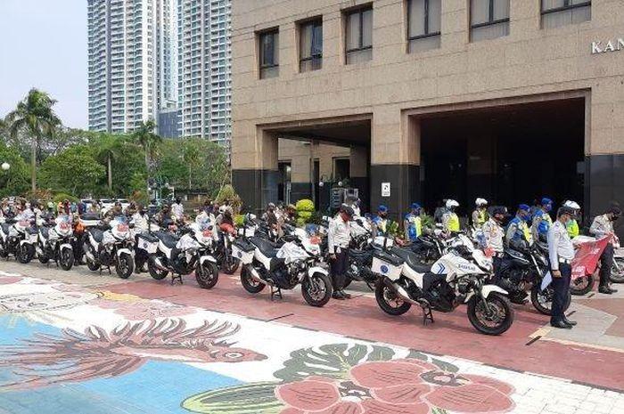 Tim pendisiplinan dan penindakan PSBB Pemkot Jakarta Barat yang terdiri dari tiga pilar ini akan keliling wilayah Jakarta Barat menggunakan moge