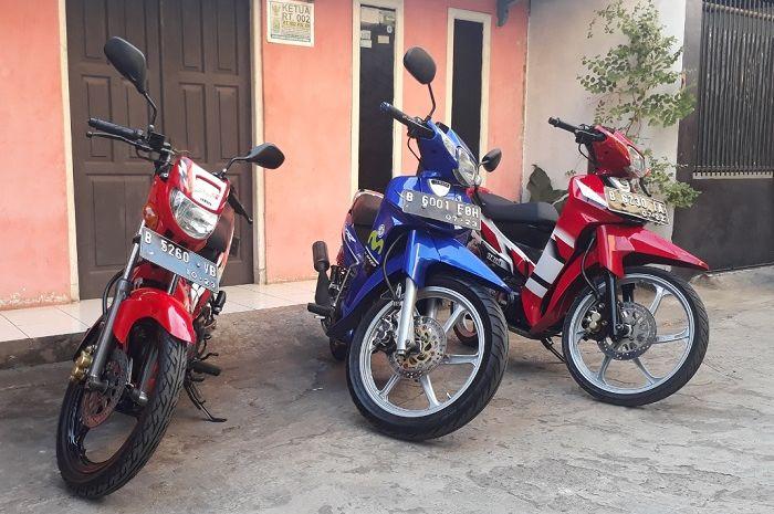 Showroom motor 2-tak rumahan Zack Motor, ada Yamaha F1ZR dan Yamaha Tiara S