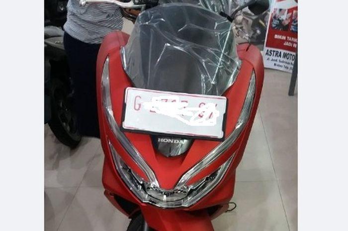 Bawa pulang Honda PCX150! Abang tukang cireng tabung hasil dagang, gak main-main kebeli motor dibayar kontan.