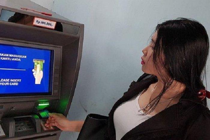 Uang tunai Rp 600 ribu BLT dari pemerintah ditransfer ke rekening masing-masing tiap bulan.